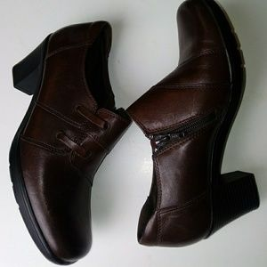 Clark's size 6.5 Brown ankle boots
